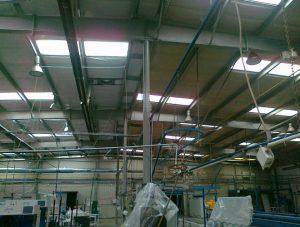 hale przemysłowe - doczyszczanie sufitów